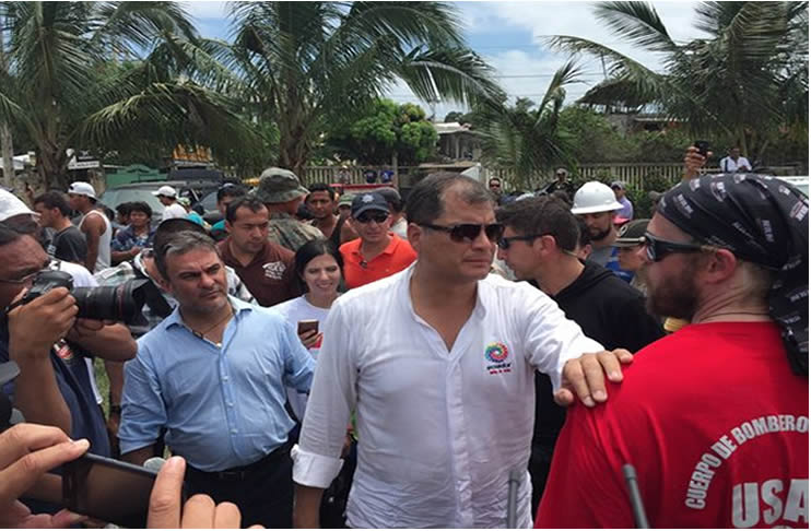 Ecuador correa anunci aumento de impuesto tras el for Twitter ministerio del interior ecuador