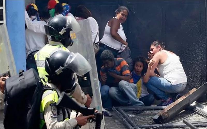 Resultado de imagen para represion militar en venezuela