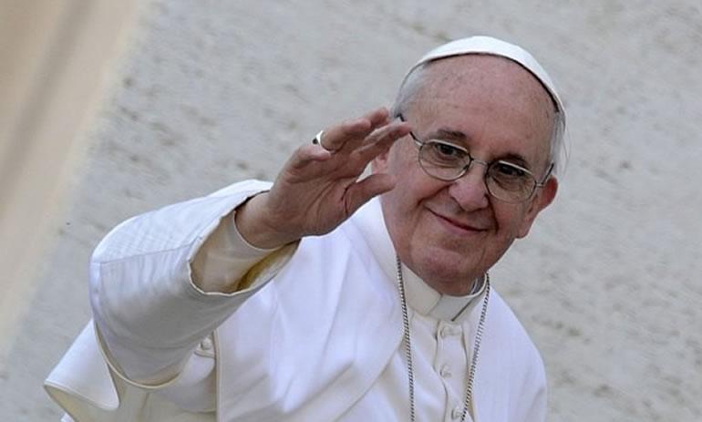 A bordo del Vuelo Papal.-Lo dijo el pontífice en una conversación informal  con los cerca de 76 periodistas que siguen la gira b335a6e2639